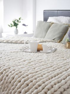 giant-knitting blanket for bed; I would imagine you'd just do this with a crap-tonne of roving? Gorgeous and plush.