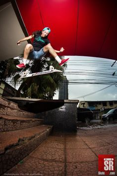 Flip por Stephany Aguilas de Etnies Centroamérica, representado el skateboarding femenino ! http://skaterojo.com/2014/06/09/sesion-poly-y-lluvia.html