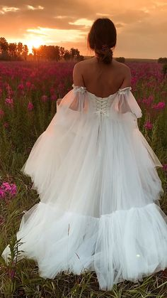 Wedding Dress Bustle, Tulle Wedding, Dream Wedding, Wedding Summer, Flower Girl Dresses, Prom Dresses, Wedding Dresses, Fitted Dresses, Fall Dresses