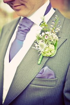 not the boutineer, but the tie & cravat color ++