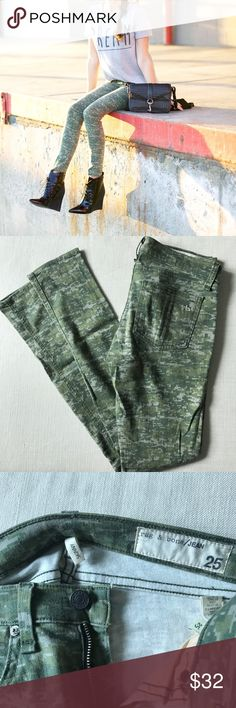Rag & Bone Digital Camo Skinny Jeans 25 Super cute! Digital camo print in a cotton spandex material. Very soft and comfortable. Minor signs of wear as detailed in photos including light pilling (not noticeable but always fully disclose!) 😇 Thanks for looking! rag & bone Jeans Skinny