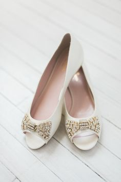dd9087edea35 Glam bow wedding shoes. Photography   Shannon Moffit Photography Read More  on SMP  http