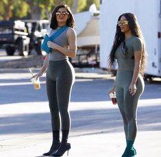Kim Kardashian and Kylie Jenner show off identical curves Moda Kylie Jenner, Kylie Jenner Fotos, Kim Kardashian Kylie Jenner, Estilo Kylie Jenner, Estilo Kardashian, Kylie Jenner Style, Kardashian Style, Bruce Jenner, Kim K Style