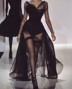 61 Ideas For Fashion Black Dress Glamour Gowns Style Haute Couture, Couture Fashion, Runway Fashion, Womens Fashion, 90s Fashion, Girl Fashion, Look Fashion, Fashion Show, Fashion Outfits