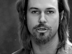 'SNL' spoofs Brad Pitt's 'rambling' Chanel ad