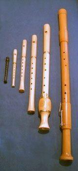 Left to right: piccolino, sopranino, soprano, alto, tenor, and bass recorders.