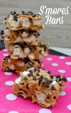 Quick and Easy S'mores Bars - nothing says summertime like S'mores! A great summer party dessert.