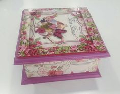 Delicada caja de madera para porta té, con división interior, muy hermosa decorada con decoupage y resina en su parte superior...