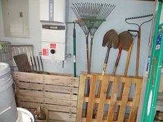 An Easy Way to Store Garden Tools Using Pallets - Green Homes - MOTHER EARTH NEWS