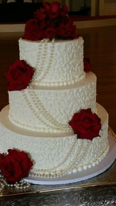 New Vintage Wedding Cake Pearls Beautiful 38 Ideas wedding Wedding Cake Pearls, 3 Tier Wedding Cakes, Wedding Cake Red, Red Rose Wedding, Wedding Cakes With Cupcakes, Elegant Wedding Cakes, Cool Wedding Cakes, Beautiful Wedding Cakes, Wedding Cake Designs
