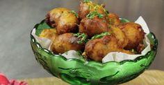Hartige oliebollen zijn heerlijk bij de borrel. Deze borrelhapjes maak je met Koopmans Oliebollen. Makkelijk en lekker!