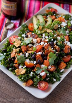 9 Dinner Salads That Won't Leave You Hungry After the holiday season, we could all use some more clean-eating salads in our life. Try out these healthy, filling salad recipes and start the year off right. Vegetarian Salad Recipes, Salad Recipes For Dinner, Dinner Salads, Diet Recipes, Healthy Recipes, Vegetarian Entrees, Clean Eating Salads, Healthy Eating, Healthy Food