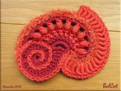 Suite du tuto FreeForm Crochet de Sophie Plus Plus Crochet Cake, Crochet Amigurumi, Knit Or Crochet, Irish Crochet, Crochet Crafts, Crochet Hooks, Crochet Projects, Crochet Motifs, Freeform Crochet