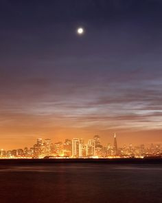 ✮ Moon setting over San Francisco on hazy December evening, taken from Treasure Island