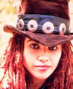 """Linda Perry """"I would encourage everybody to be as quirky as he or she wants to be. If you start writing songs thinking about what a hit is, you might as well just end your career right now. Art Music, Music Artists, Victor Victoria, Simplicity Is Beauty, Non Blondes, Laughing And Crying, Alternative Music, Rocker Chic, Beautiful Soul"""