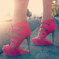 I seriously almost lost my breath for a half second when i seen this!! Please find these for me in size 8 1/2 or 8