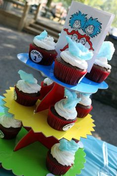 Cupcakes for a cat in the hat 1st birthday party dr Suess theme birthday
