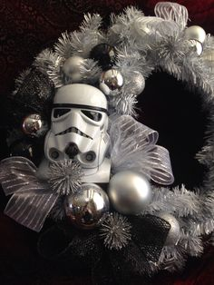 Geeks and nerds, pay attention to today's roundup as it's dedicated to geek Christmas décor ideas – if you haven't used any yet, it's high time to get some! Star Wars Christmas Decorations, Star Wars Christmas Tree, Disney Christmas, Christmas Themes, Christmas Décor, Geek Christmas Gifts, Xmas, Star Wars Crafts, Star Wars Decor