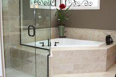 Corner tub w/ shower