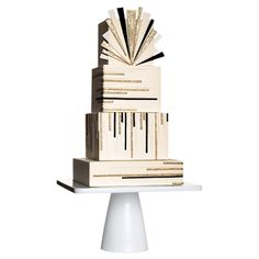 Art Deco inspired wedding cake with square tiers