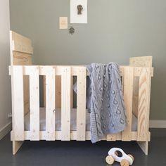 #houtenledikant #underlaymentbed #babykamerstyling #houtenauto #huisengrietje