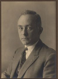 "Max Born. Physics genius who coined the term ""quantum mechanics"""