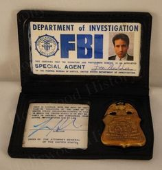 Love that this is Fox Mulder's. Detective Aesthetic, Badge Wallet, Call Of Cthulhu Rpg, Fbi Special Agent, Id Card Template, Love Quotes For Girlfriend, Dana Scully, History Online, Future Jobs