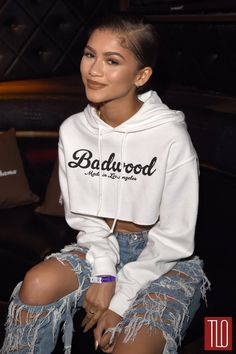 Zendaya & Nina Dobrev Step Out for Taylor Swift's Staples Center Concert!: Photo Zendaya rocks some seriously ripped jeans while stepping out at Hyde Staples Center sponsored by Tommy Bahama with Nina Dobrev during the Taylor Swift show on Saturday… Zendaya Coleman, Urban Outfits, Fashion Outfits, Womens Fashion, Fashion Ideas, Fashion 2017, Street Fashion, Fall Fashion, New Flame