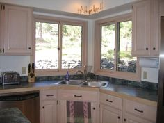 Love The Look Of This Kitchen From The Chandelier To The Granite Stunning Corner Sink Kitchen Design Decoration