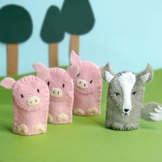 Three Little Pigs - Felt Finger Puppet Set (for sale, but they look easy to make)