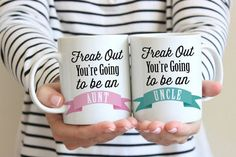 Pregnancy Announcement Freak Out You're going to be an Aunt & Uncle Mugs