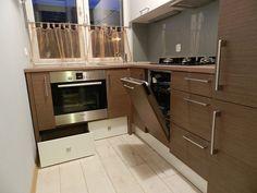 Kuchnia – mała i nowoczesna z wykorzystaniem różnych zakamarków i cokołów   AMdeco H & M Home, Malaga, Kitchen Cabinets, House, Home Decor, Kitchens, Decoration Home, Home, Room Decor