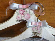 Купить Комплект вешалок для мамы и дочки Шебби Розы. Декупаж - белый, для мамы и дочки