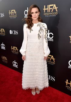 Keira Knightley in Giambatista Valli paired with Harry Winston jewels attends the 18th Annual Hollywood Film Awards. #bestdressed