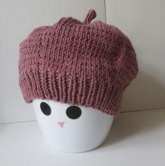 Trio de bonnets – All Mad(e) Here – Blog de loisirs créatifs & culturels: DIY, tricot,déco Tricot Baby, Baby Bonnets, Beanie Hats, Beanies, Beret, Knitting Patterns, Knit Crochet, Couture, Bb