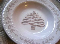 Shared with you.: Sharpie Decorated Plates and Mugs Made by Me. Shared with you.: Sharpie Decorated Plates and Mugs Sharpie Projects, Sharpie Crafts, Diy Sharpie Mug, Sharpie Doodles, Sharpie Designs, Art Projects, Sharpie Plates, Sharpie Paint Pens, Christmas Plates
