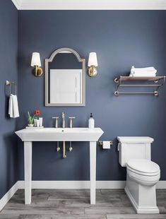 6 Blue Bathroom Ideas: Soothing Looks - Houseminds 48 New & Exciting Small Bathroom Design Ideas Bathroom Wall Colors, Blue Bathroom Decor, Bathroom Design Small, Grey Bathrooms, Bathroom Interior Design, Modern Bathroom, Bathroom Ideas, Bathroom Organization, Blue Bathroom Paint