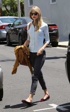 Taylor Swift & Ed Sheeran: Memorial Day Studio Visit: Photo Taylor Swift heads into a studio during Memorial Day with British singer-songwriter Ed Sheeran on Monday (May in Santa Monica, Calif. Looks like the Ed Sheeran, Style Taylor Swift, Denim Blog, Polka Dot Jeans, Polka Dots, Taylor Swift Pictures, Street Style, Denim Fashion, Everyday Fashion