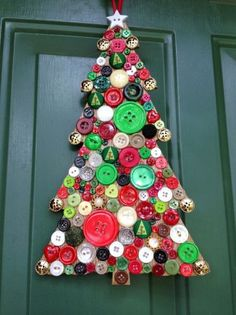 All you need are brightly-coloured buttons to craft this alternative Christmas tree Wooden Christmas Trees, Christmas Art, Christmas Projects, Christmas Holidays, Christmas Ornaments, Homemade Christmas, Christmas Ideas, Button Art, Button Crafts