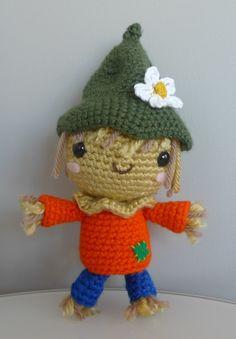 "Original pinner said, ""Scarecraw - free crochet pattern #amigurumi"