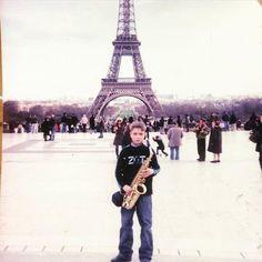 На днях откопал старые фотографии и сразу так много хороших воспоминаний. Гастроли конкурсы там всякие вечные прогулы в средней школе из-за этого. Если бы этот 11-летний парень узнал какой будет его жизнь через 9 лет он бы наверное остался в Париже. #music #jazz #paris #мистеролимпияисаксофон by alexander_obrubov Eiffel_Tower #France