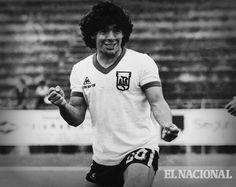 Tal día como hoy, pero en 1976, Diego Maradona, hace su debut como jugador profesional con Argentinos Juniors.