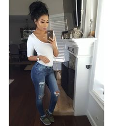 "935 Me gusta, 8 comentarios - Monica Gabriela (@itsmsmonica) en Instagram: ""When you plan a cute #ootd but #mommylife takes over you lol  Bodysuit @fashionnova Jeans(losing…"""