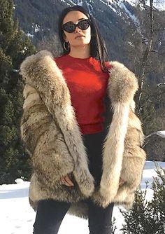Coyote Fur Coat, Fashion Guide, Fur Coats, Fur Fashion, Furs, Casual Tops, Style Guides, Faux Fur, Beautiful Women