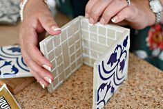 Try our simple DIY planter box or pencil holder using leftover tiles. Makes a great teacher gift. Tile Projects, Diy Projects To Try, Craft Projects, Diy Planter Box, Diy Planters, Laquer Une Table, Azulejos Diy, Ceramic Tile Crafts, Leftover Tile
