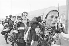 Gervasio Sánchez. Mujeres en paso fronterizo. Kosovo. Abril 1999