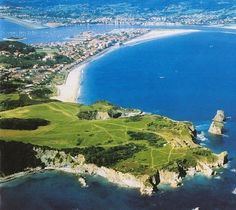 a magic combination: green hills and the atlantic ocean, this is what i miss the most. here: hendaye, in france, at the back of the picture, hondarribia, in spain, where my family lives. mmm...