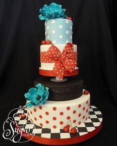 50's-theme wedding cake