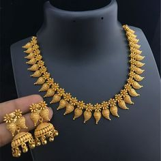 Latest Bridal Gold jewelry ideas, Antique Gold Choker and Long Chain in Bridal Gold Jewelry Trendy Choker and Gold Beads Mala Pakistani Jewellery Design, Latest Jewellery, . Antique Gold Necklace and Haram Set photo Gold Jewellery Design, Bridal fashion Engagement Ring Rose Gold, Gold Jewelry Simple, Gold Necklace Simple, Indian Gold Necklace, Light Weight Gold Jewellery, Simple Necklace Designs, Indian Bangles, Indian Earrings, Gold Earrings Designs