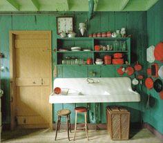 Colori pastello e arredi in stile rustico